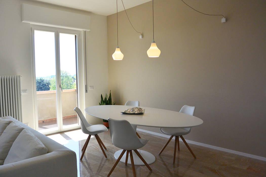 appartamento F : Soggiorno in stile in stile Minimalista di studiovert