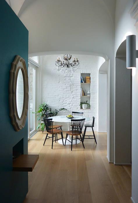 Appartamento TR pranzo: Soggiorno in stile in stile Moderno di studiovert