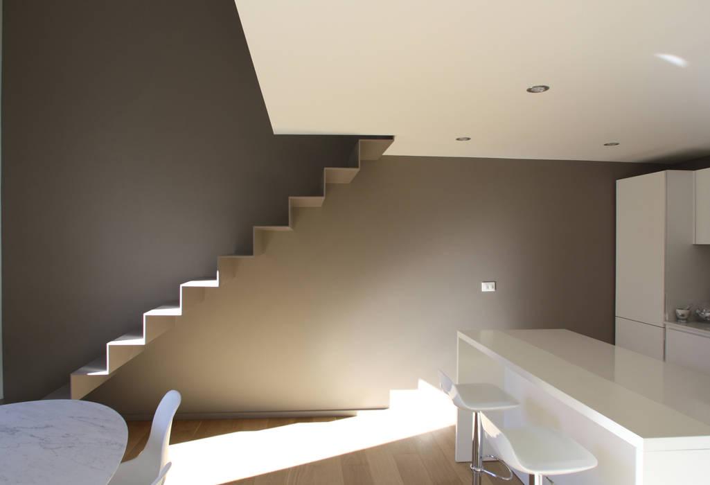 Minimalist corridor, hallway & stairs by Filippo Rak Architetto Minimalist