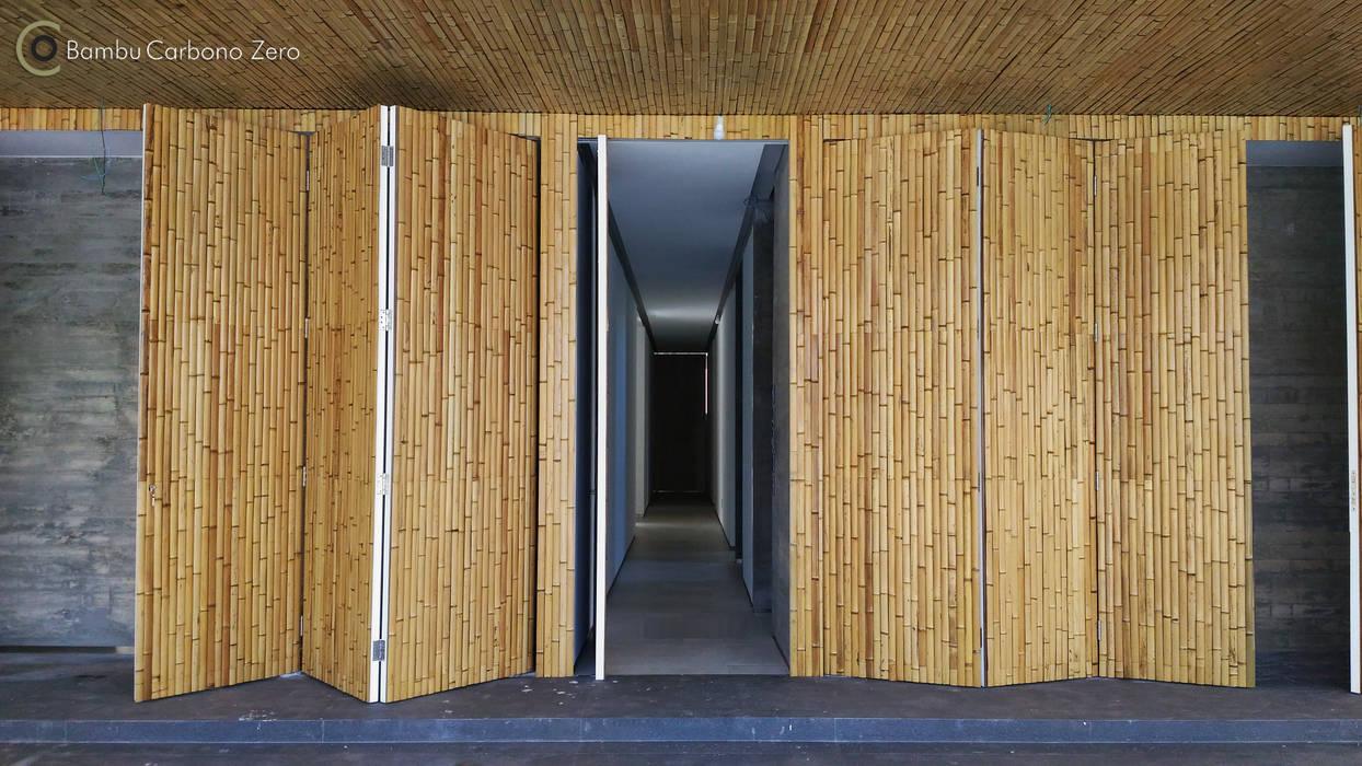 Garajes y galpones de estilo moderno de BAMBU CARBONO ZERO Moderno Bambú Verde