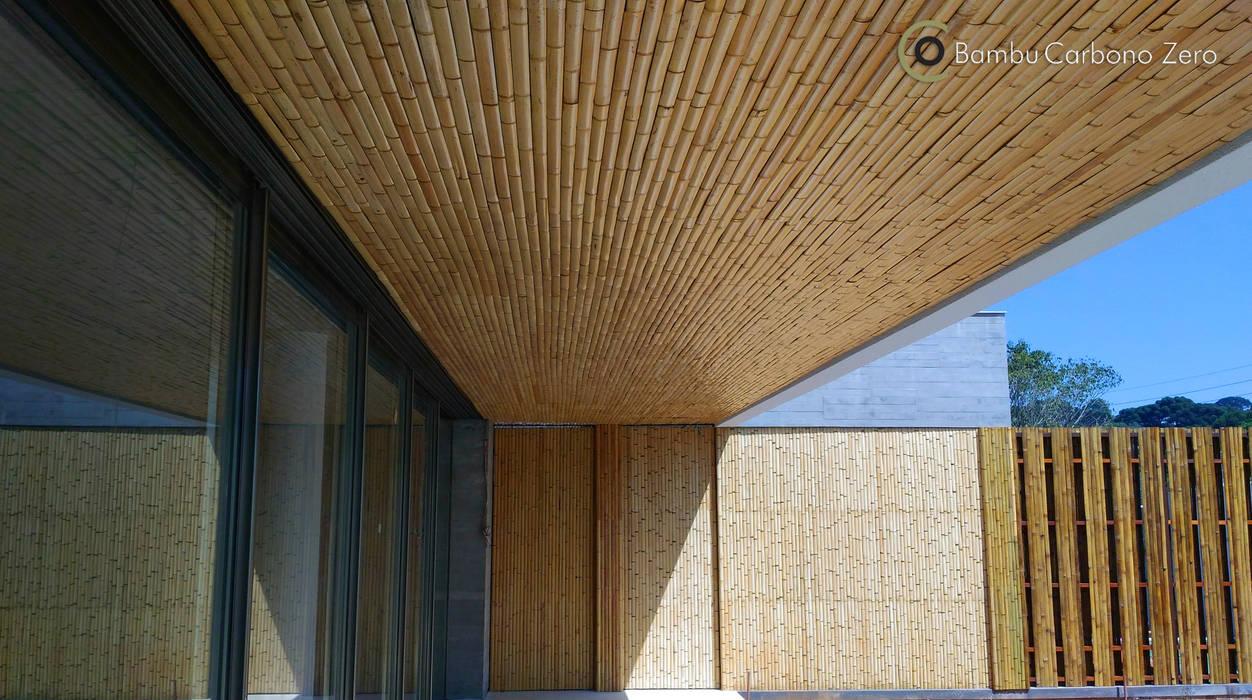 Balcones y terrazas de estilo moderno de BAMBU CARBONO ZERO Moderno Bambú Verde