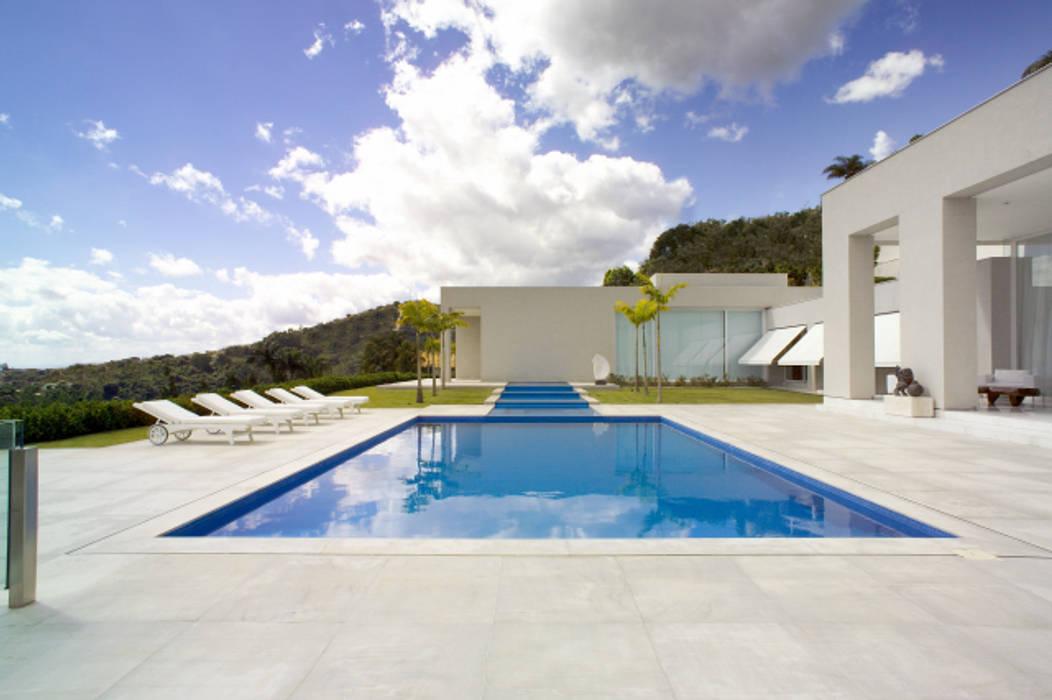 Casa Mangabeiras 2 Modern pool by Lanza Arquitetos Modern