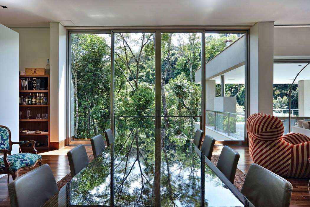 Casa Bosque da Ribeira: Terraços  por Lanza Arquitetos