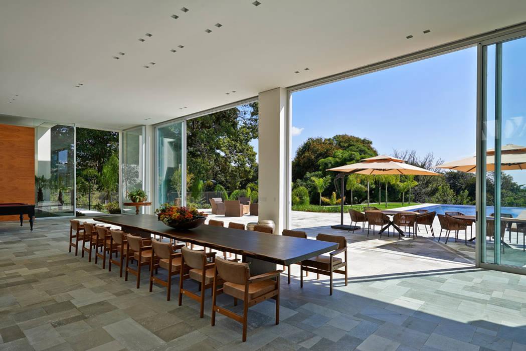 Casa na Estancia das Amendoeiras : Terraços  por Lanza Arquitetos