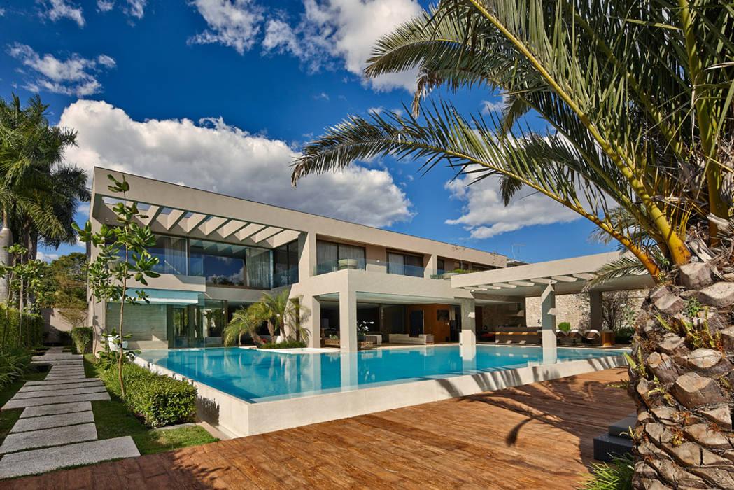 Vanessa by Lanza Arquitetos Modern