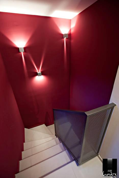Escalier: Couloir et hall d'entrée de style  par Jeux de Lumière