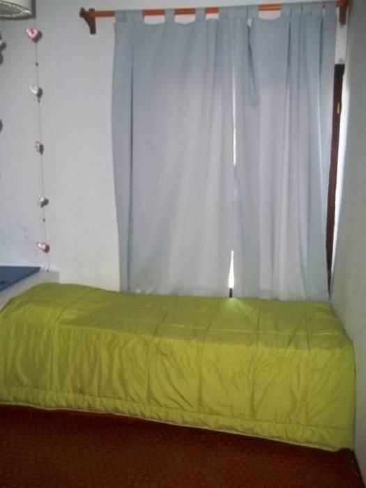habitacion: Dormitorios de estilo  por Liliana almada Propiedades