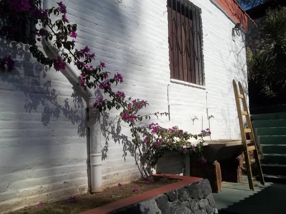 lavadero externo: Casas de estilo  por Liliana almada Propiedades,Clásico