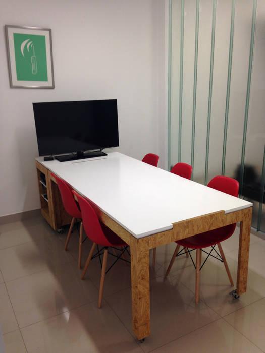 diseño de oficinas • JAMPP: Oficinas y Tiendas de estilo  por ARQANOID