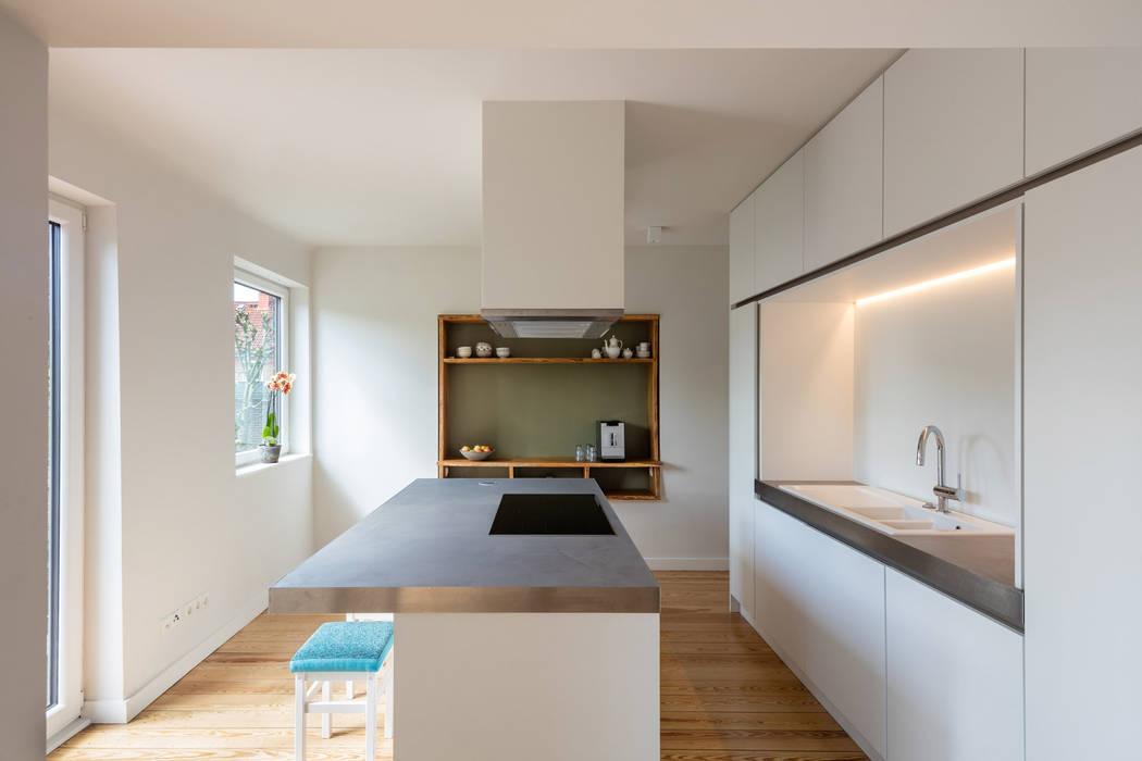 Modern kitchen by REICHWALDSCHULTZ Hamburg Modern