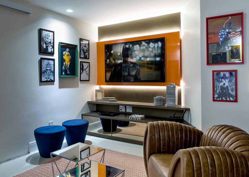 Sala multimediale moderna di Bruno Sgrillo Arquitetura Moderno