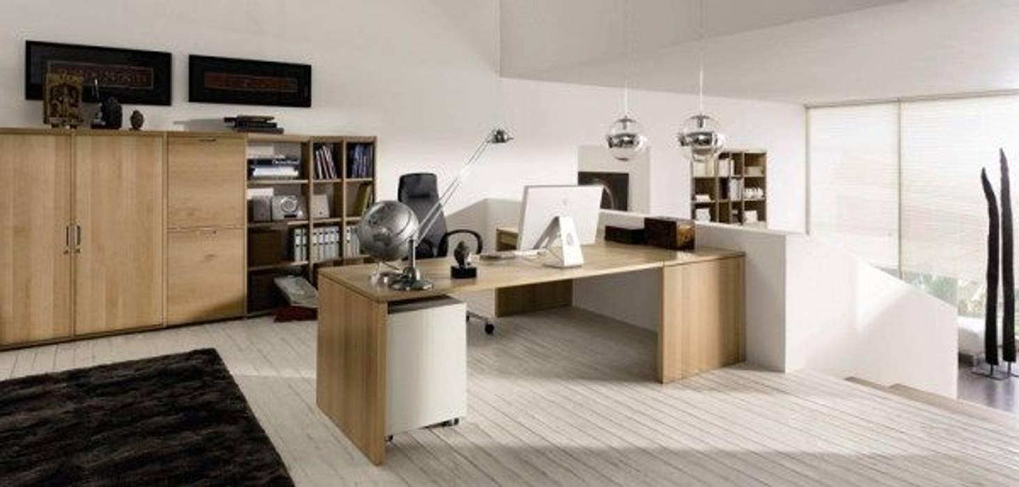 Рабочие кабинеты в . Автор – GSI Interior Design & Manufacture, Модерн