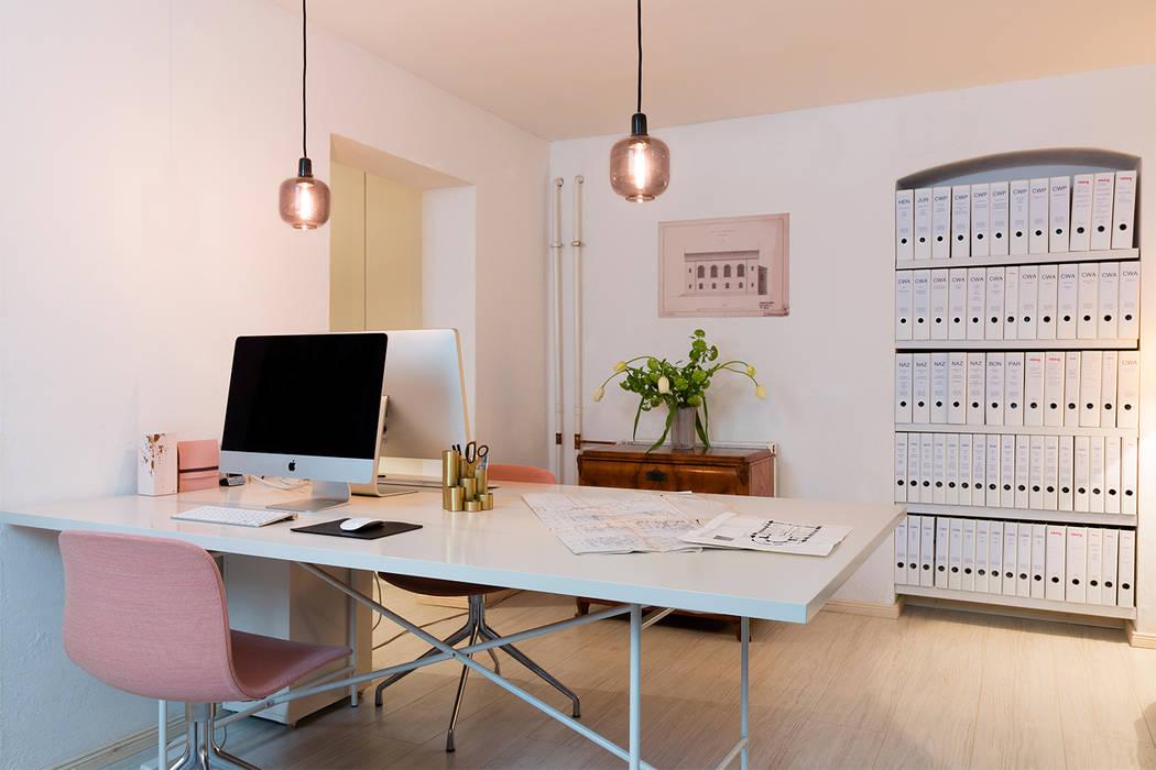 Carlo Berlin Architektur & Interior Design Oficinas y bibliotecas de estilo clásico de Pamela Kilcoyne - Homify Clásico