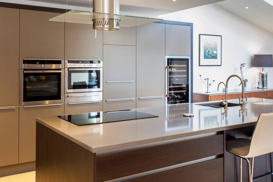Toops Barn Modern Kitchen by Hampshire Design Consultancy Ltd. Modern