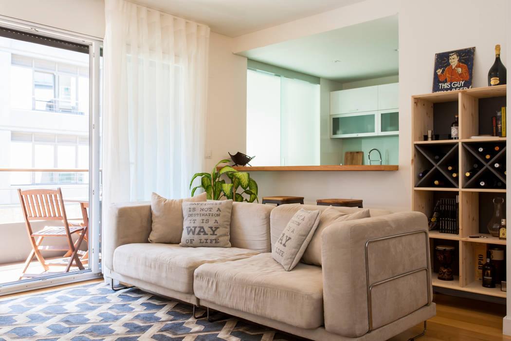 Salas modernas de Traço Magenta - Design de Interiores Moderno Madera Acabado en madera