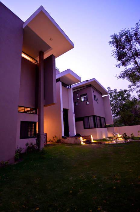 Residence Exterior:  Houses by Maulik Vyas Architects