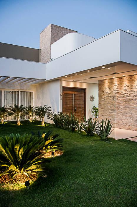 Modern houses by A/ZERO Arquitetura Modern