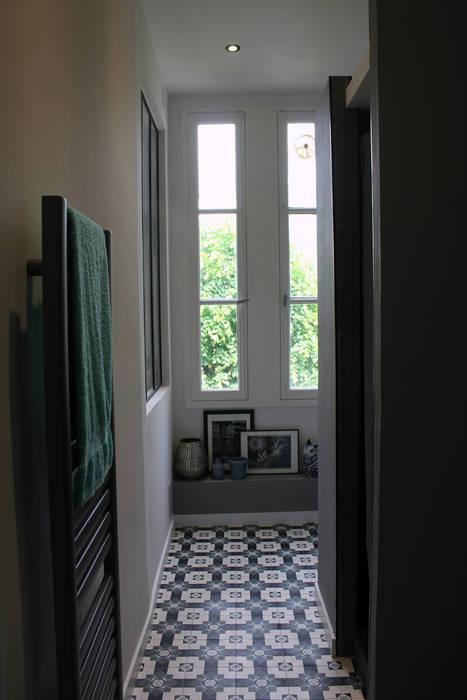 Salle d'eau: Salle de bains de style  par Fabrick d'Architecture Nantaise