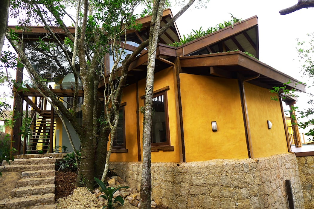 Rustic style house by Baixo Impacto Arquitetura Ltda. Rustic