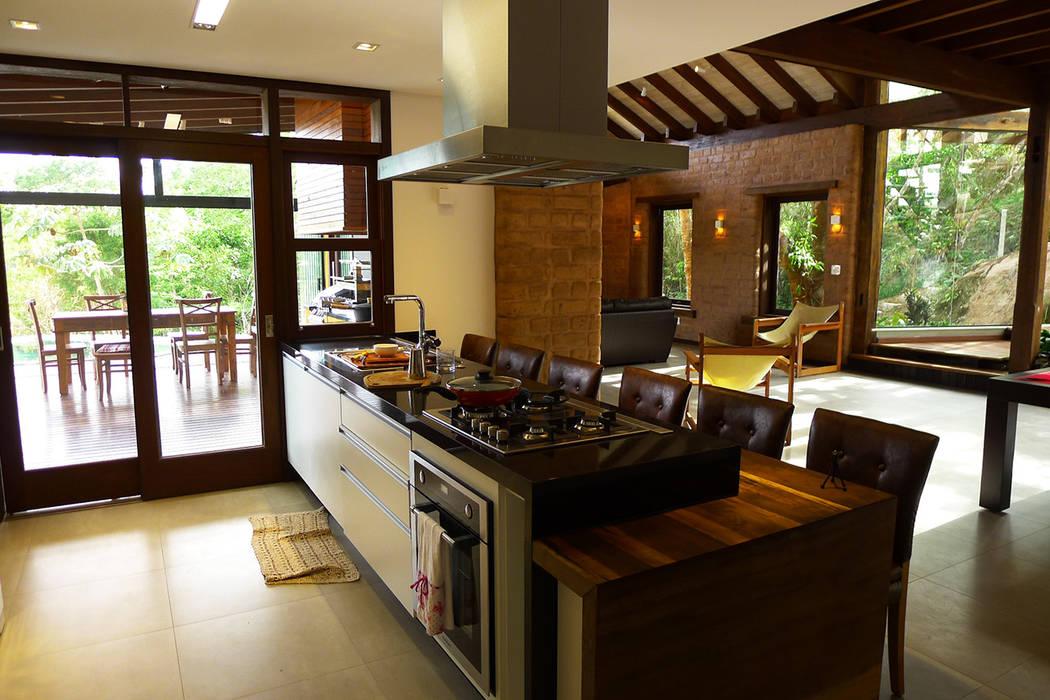 Cuisine rustique par Baixo Impacto Arquitetura Ltda. Rustique