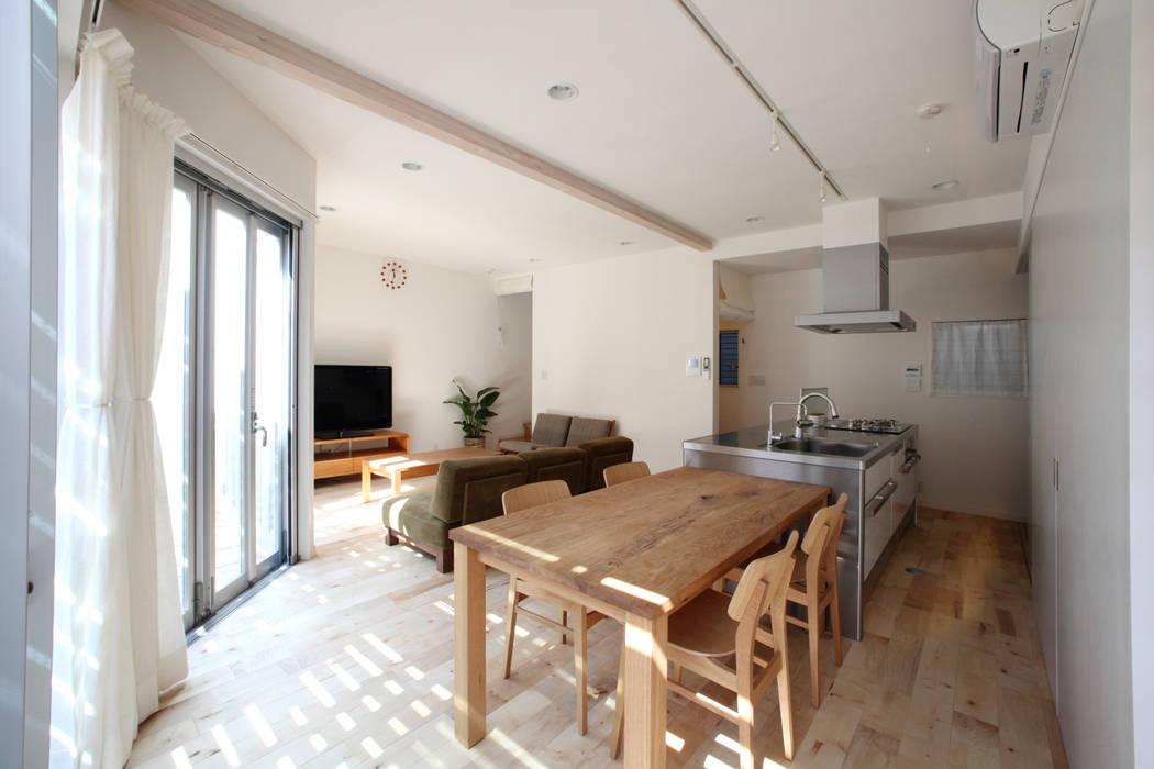 Ruang Makan Modern Oleh atelier m Modern