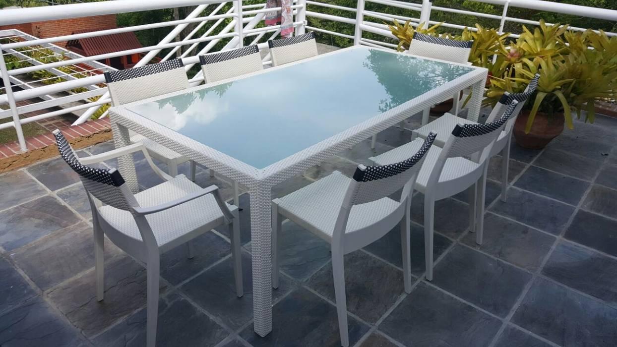 THE muebles Modern balcony, veranda & terrace