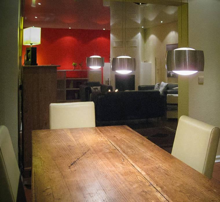 Wohnzimmer rote wand: wohnzimmer von mettner raumdesign | homify