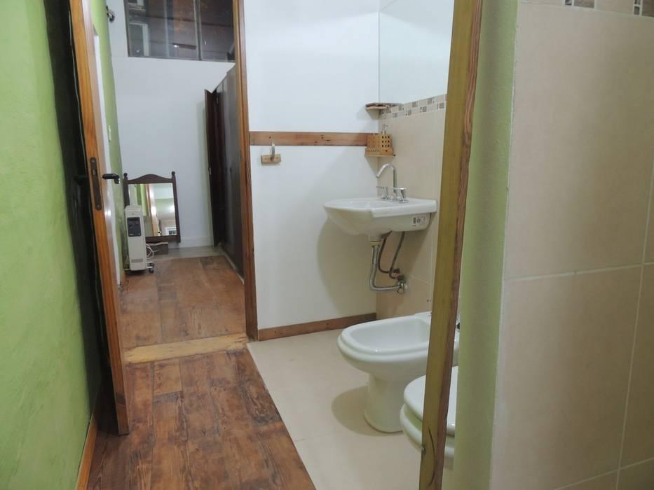 area humeda: Baños de estilo  por CRISTINA FORNO
