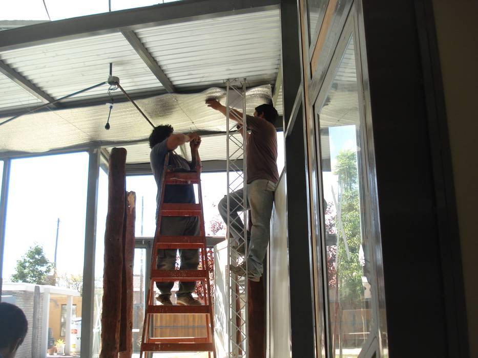 aluminio: Estudios y oficinas de estilo moderno por CRISTINA FORNO