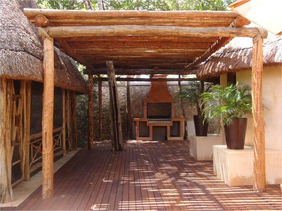 Klassischer Balkon, Veranda & Terrasse von AIDA TRACONIS ARQUITECTOS EN MERIDA YUCATAN MEXICO Klassisch Holz Holznachbildung