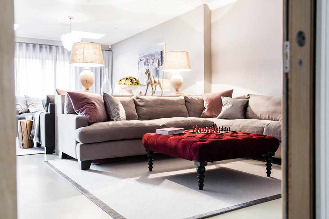Ruang Keluarga oleh Lauren Gilberthorpe Interiors, Eklektik