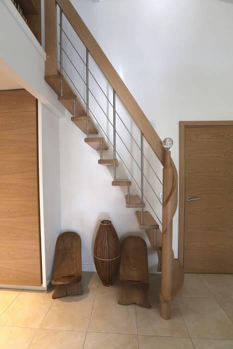 Escalier suspendu: Couloir et hall d'entrée de style  par Passion Escaliers