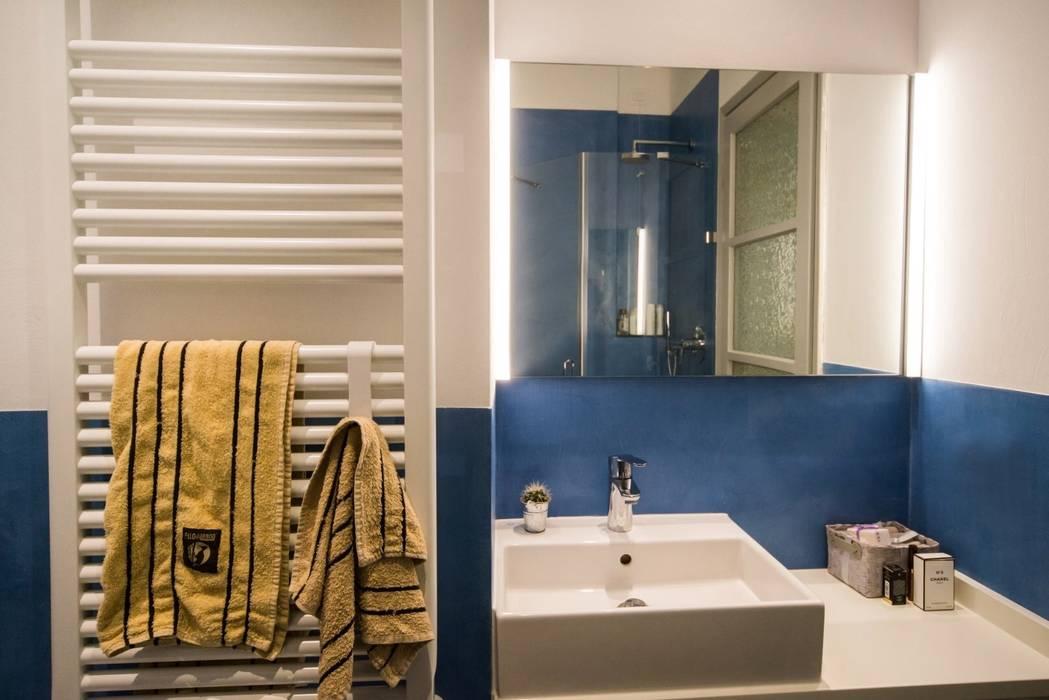 PADIGLIONE B Modern bathroom Concrete Blue