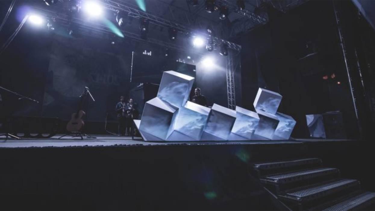 Escenario Quimera Metepec: Salas multimedia de estilo ecléctico por idA Arquitectos