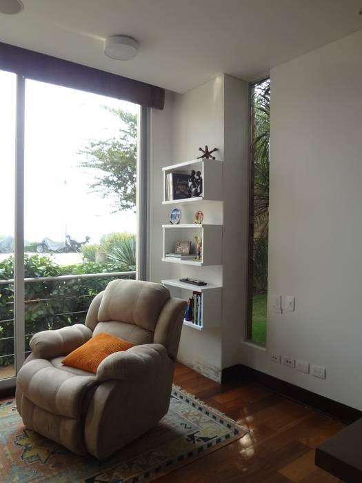 Zona de lectura: Estudios y despachos de estilo  por John Robles Arquitectos