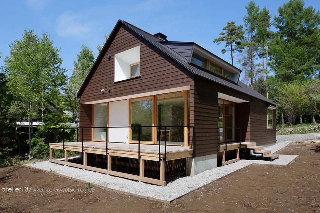 Case in stile scandinavo di atelier137 ARCHITECTURAL DESIGN OFFICE Scandinavo Legno Effetto legno