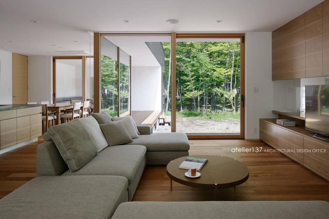リビング~038那須Fさんの家 atelier137 ARCHITECTURAL DESIGN OFFICE モダンデザインの リビング 木 木目調
