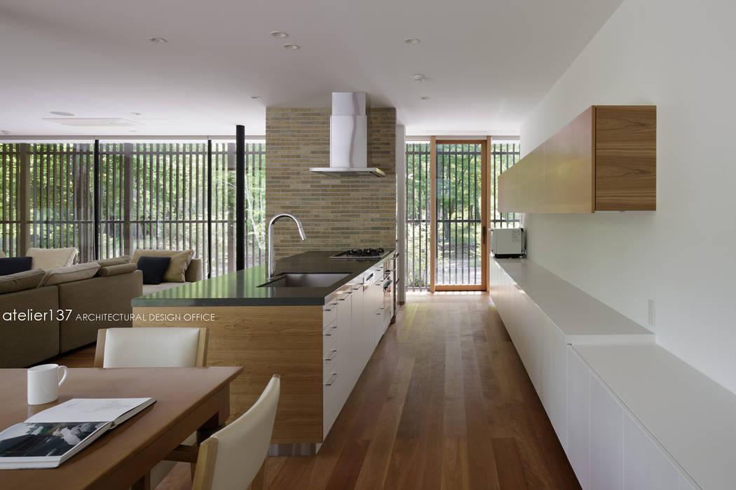 キッチン~038那須Fさんの家: atelier137 ARCHITECTURAL DESIGN OFFICEが手掛けたキッチンです。,モダン MDF