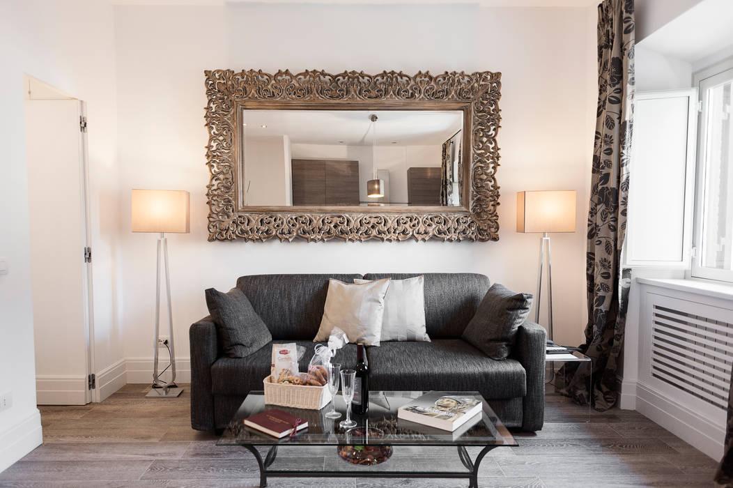 MODERNITA' e LUSSO a Roma di Loredana Vingelli Home Decor Moderno Pelle sintetica Metallizzato/Argento