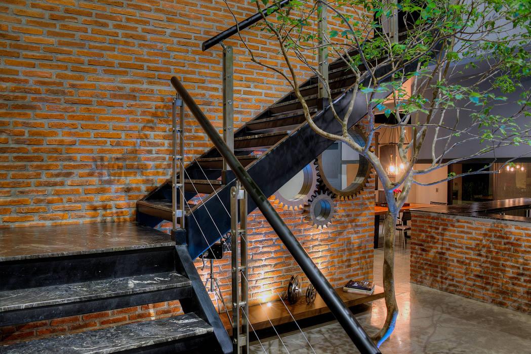 Couloir, entrée, escaliers industriels par Con Contenedores S.A. de C.V. Industriel