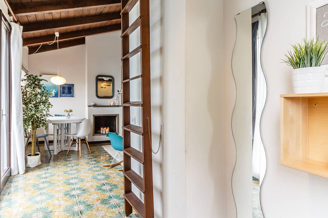 Appartamento in vendita sul Lago Maggiore: Ingresso & Corridoio in stile  di Boite Maison