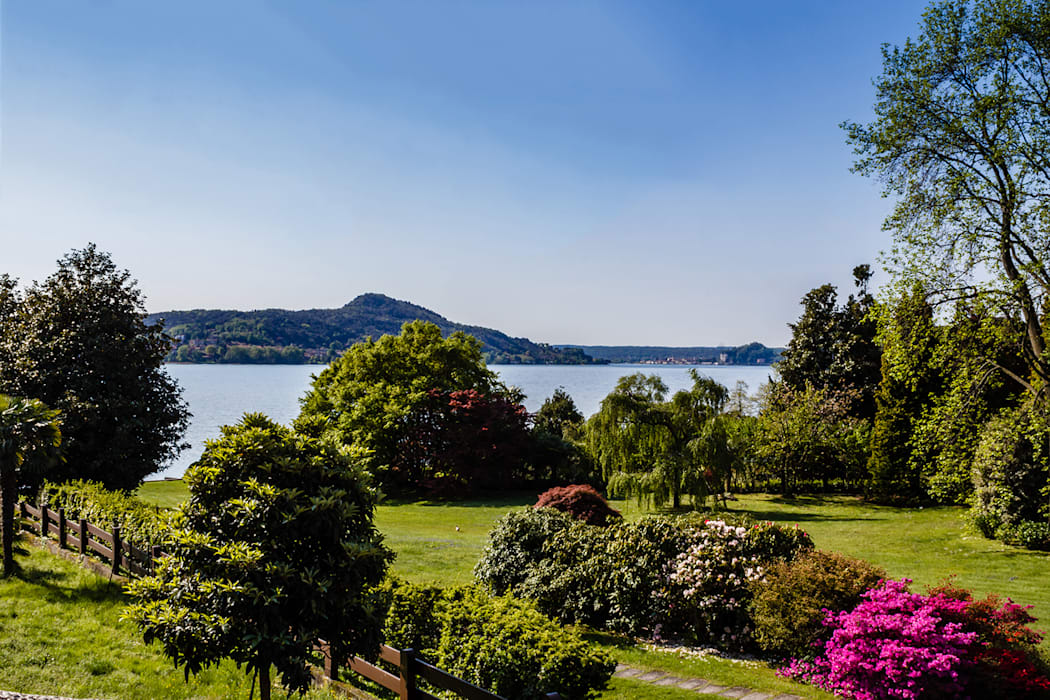 Appartamento in vendita sul Lago Maggiore: Giardino in stile in stile Moderno di Boite Maison