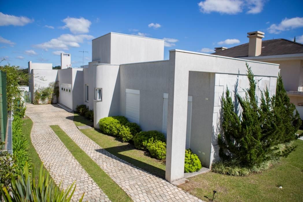 Fachada Lateral Esquerda Bernacki Arquitetura Casas modernas Mármore Branco