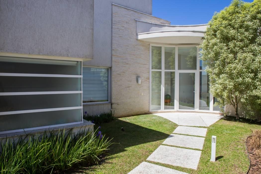 Bernacki Arquitetura Casas de estilo moderno Vidrio Blanco