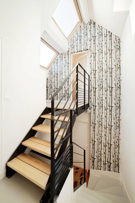 Escalier métallique: Couloir et hall d'entrée de style  par O2 Concept Architecture