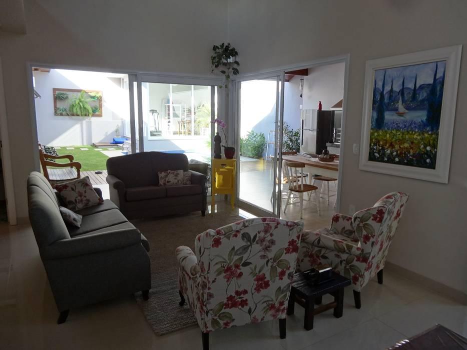 Casa SVJ Salas de estar modernas por Lozí - Projeto e Obra Moderno