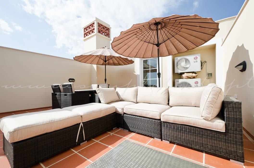 Balconies, verandas & terraces  by Simple Taste Interiors