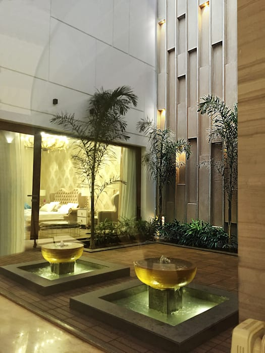 Open courtyard:  Corridor & hallway by 23DC Architects