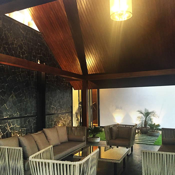 Covered Terrace Modern balcony, veranda & terrace by 23DC Architects Modern