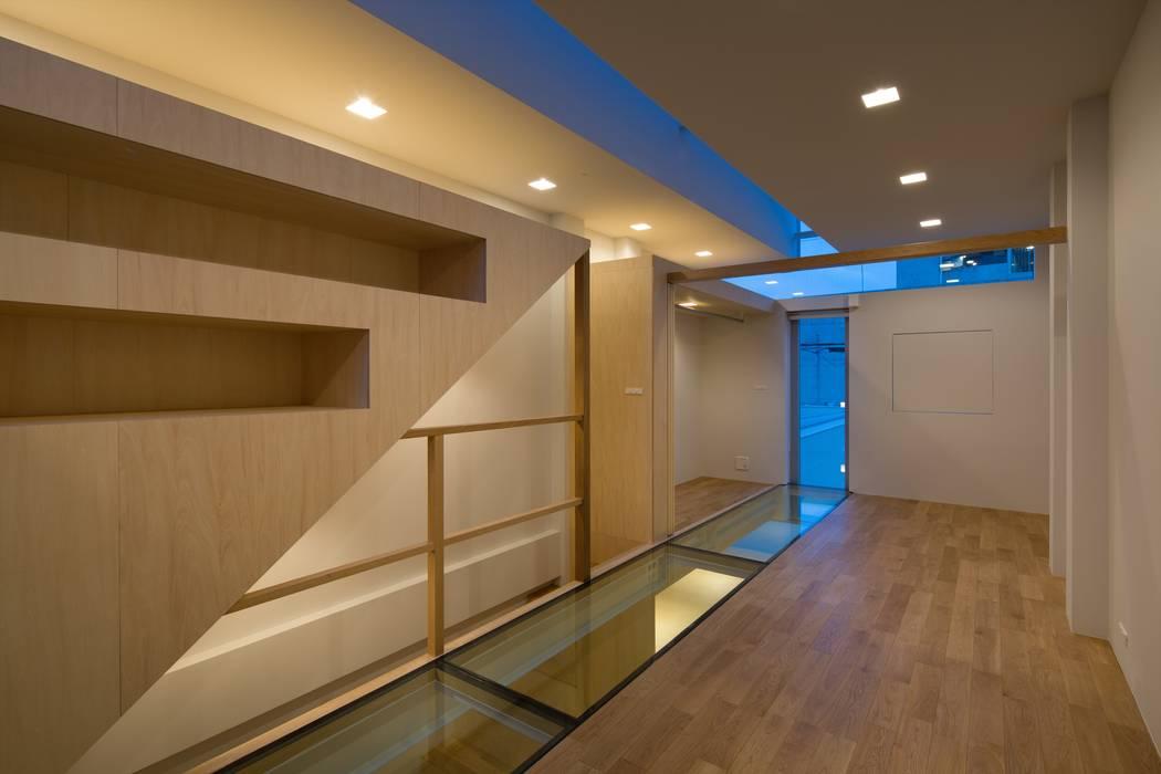 โดย 藤原・室 建築設計事務所 โมเดิร์น